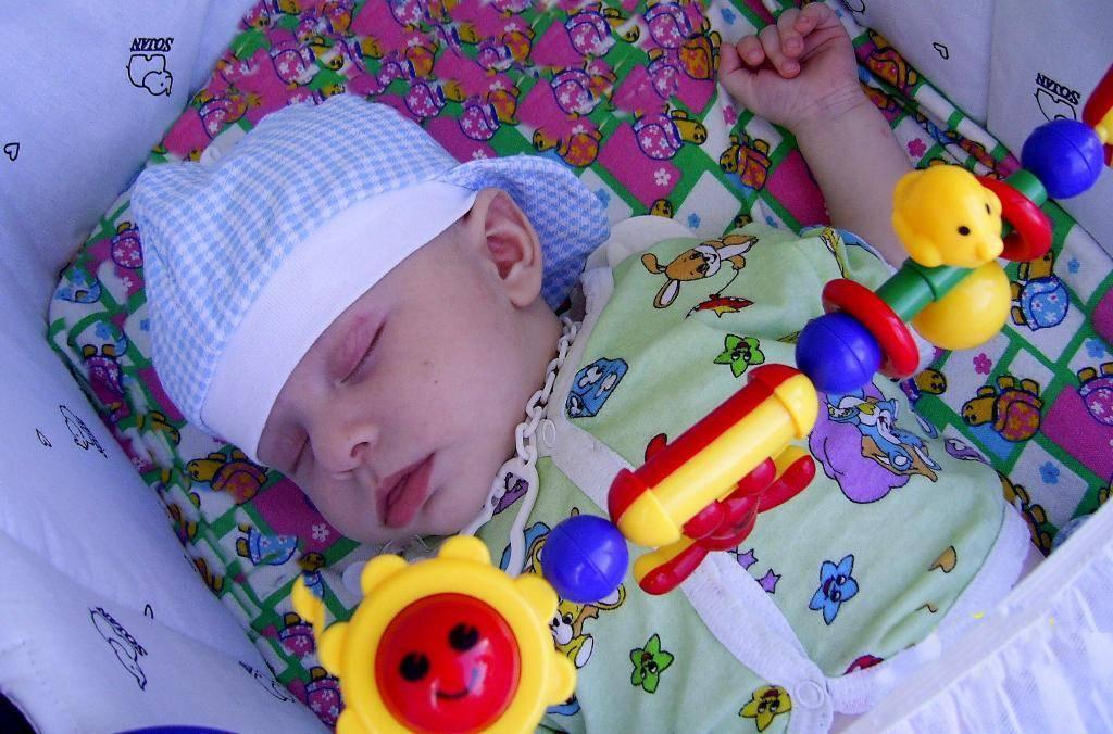 На каких неделях малыш начинает слышать, чувствовать и видеть, слышит ли ребенок музыку если мама в наушниках когда плод начинает слышать   метки: беременность, голос, месяц, беременность, голос