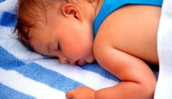 Ребенок сильно потеет во сне: причины, советы комаровского