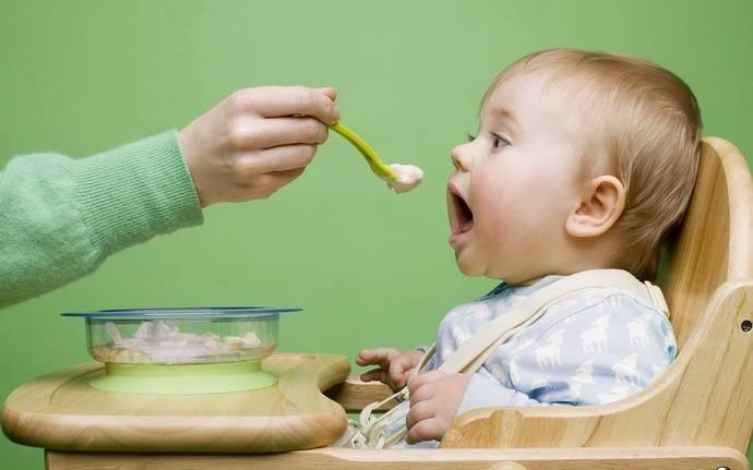 Что делать, если новорожденный икает после кормления