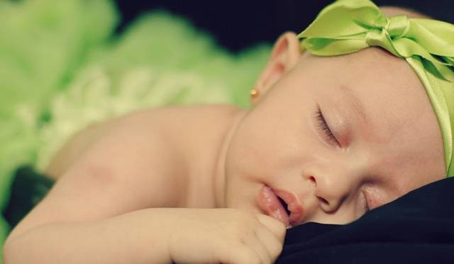 Что делать, если ребенок часто просыпается и очень плохо спит по ночам?