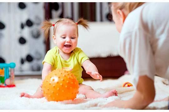 Веселые занятия с малышом: развивающие игры, рекомендованные для детей 5 месяцев