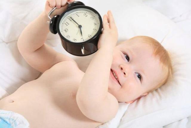 Приучение грудничка к рукам, хорошо или плохо?, как ребёнка не приучить к рукам