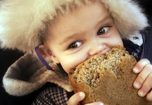Давать ли хлеб малышу: 4 факта, которые обязана знать каждая мама