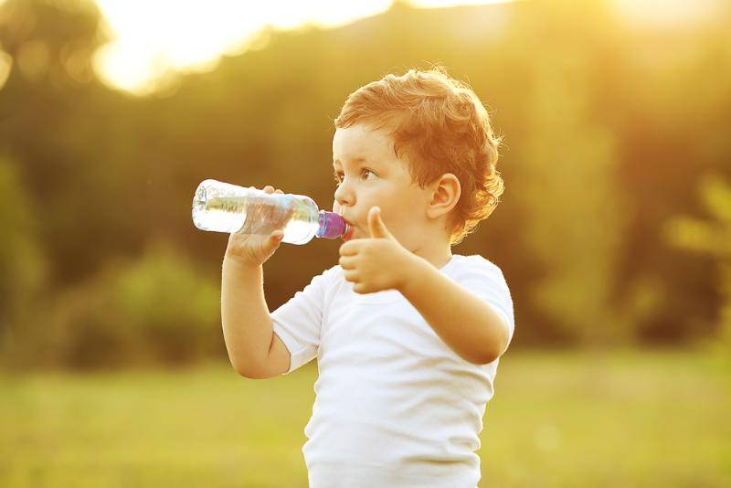 Ребенок пьет много воды очень часто перед сном: причины, последствия