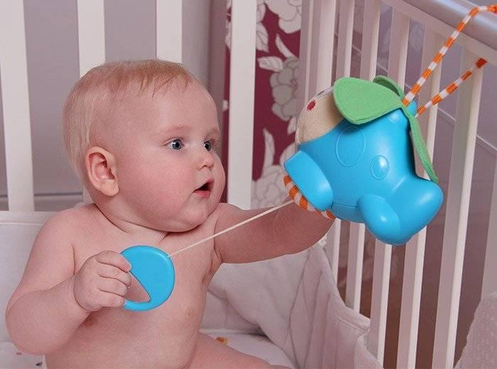 Ребенку 4 месяца: как он развивается, что уже умеет делать