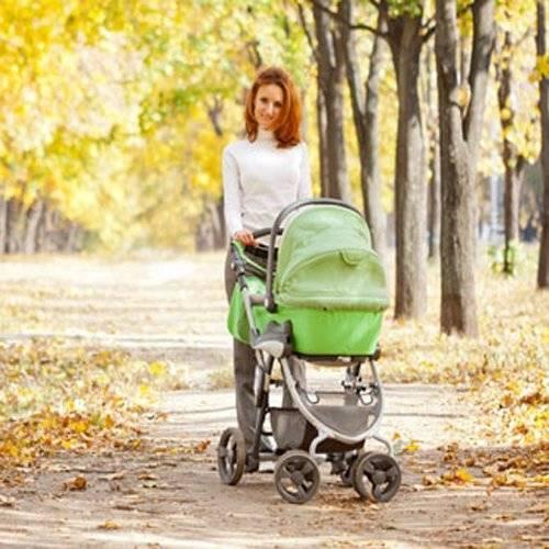 Когда можно гулять сребенком после роддома: польза иограничения