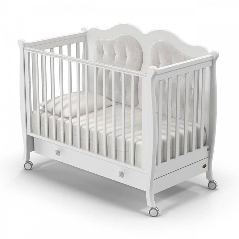 Удобное и безопасное место, или как выбрать кроватку для новорожденного?