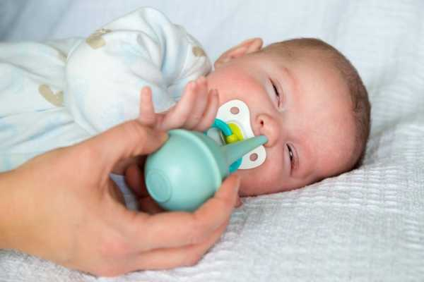 Как высасывать сопли у грудничка ртом