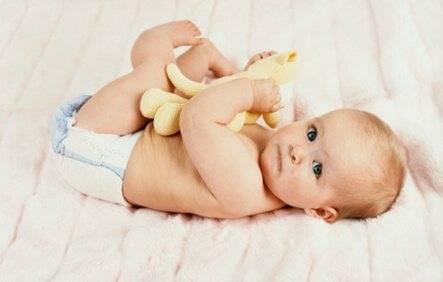 Что делать если у ребенка жидкий стул желтого цвета с кислым запахом