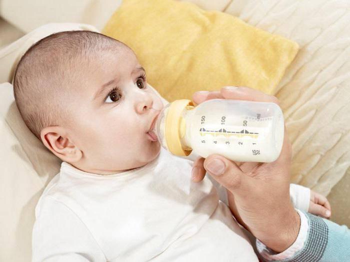 Рвота у грудничка после кормления: как отличить от срыгивания у новорожденного