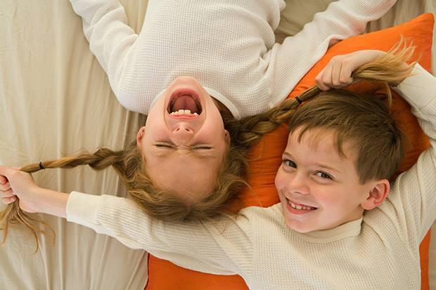 Как научить ребенка ползать на четвереньках: видео, упражнения, форум   метки: физкультура, младенец, начинать, сидеть, месяц