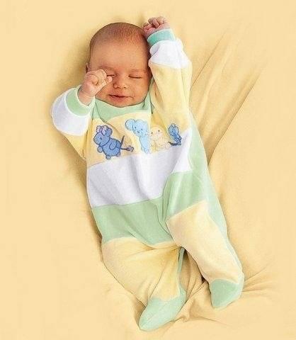 Первые вещи для новорожденного: что купить и как выбрать?