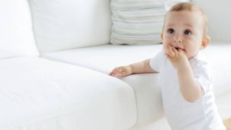Когда дети начинают ходить самостоятельно: норма у девочек и мальчиков (комаровский)