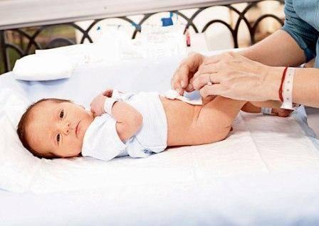 Почему кровит пупок у новорожденного ребенка и что с этим делать?