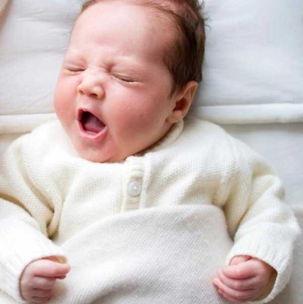 Постоянный кашель у ребенка без температуры: что делать и как лечить в домашних условиях, причины частых сухих покашливаний