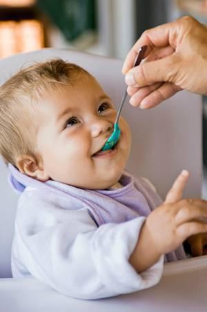 Почему возникает рвота после еды у детей: причины и методы облегчения состояния