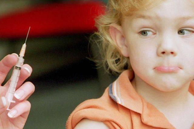 Можно ли купать ребенка после акдс прививки: разъяснения