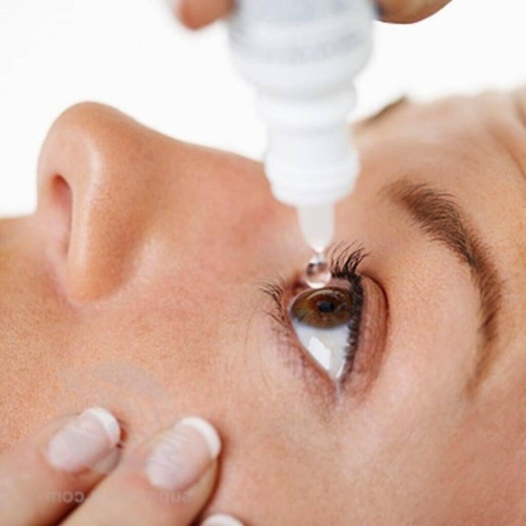 Как вытащить волос из глаза