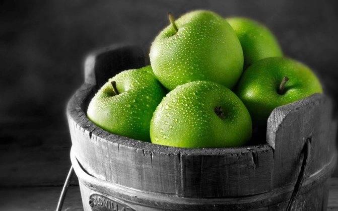Печеные в духовке яблоки для ребенка (от 1,5 лет)