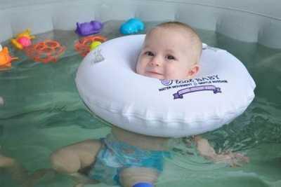 Грудничковое плавание: за и против, методики, советы родителям