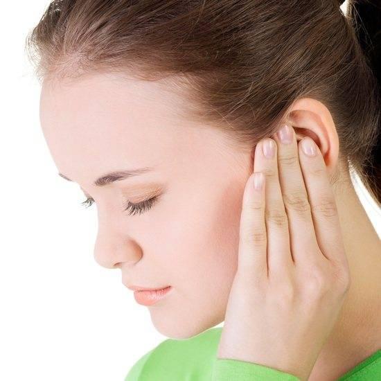 Появление кровянистых выделений при воспалении ушей – что значит?