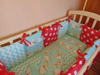 Бортики в кроватку для новорожденных (90 фото): какие борта нужны в круглые и овальные детские кровати, размеры и виды для мальчиков и девочек, красивые изделия