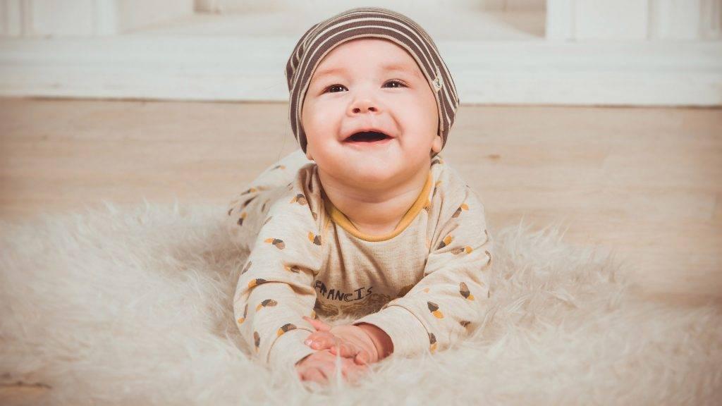 Почему новорождённый мало кушает и много спит