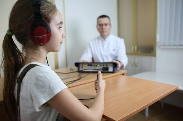 Слух у новорожденного: как определить что ребенок слышит, проверка в домашних условиях и в больнице