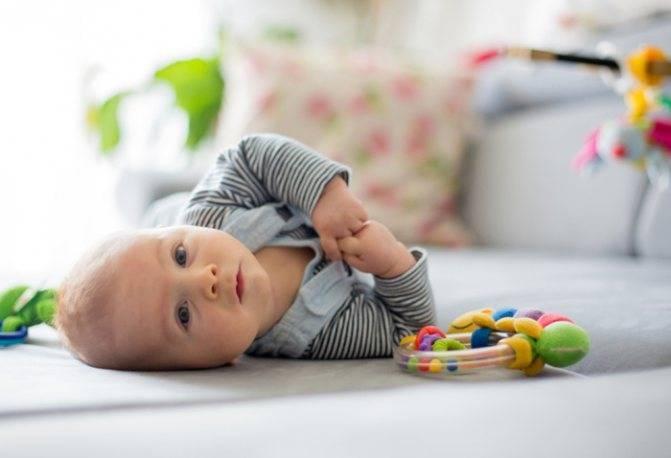 Новорожденный выгибается назад. грудничок выгибает спину и запрокидывает голову: почему плачет. что значит, если младенец выгибается дугой на руках