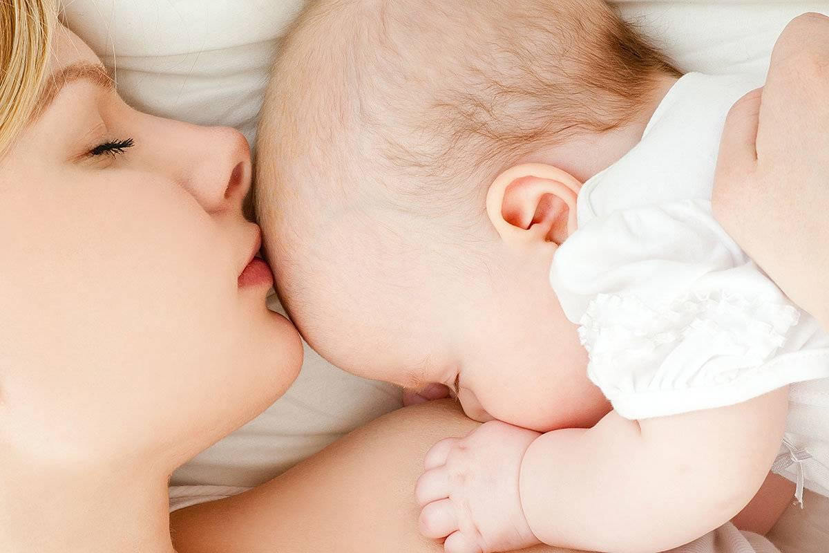 Питание ребенка в первые дни жизни