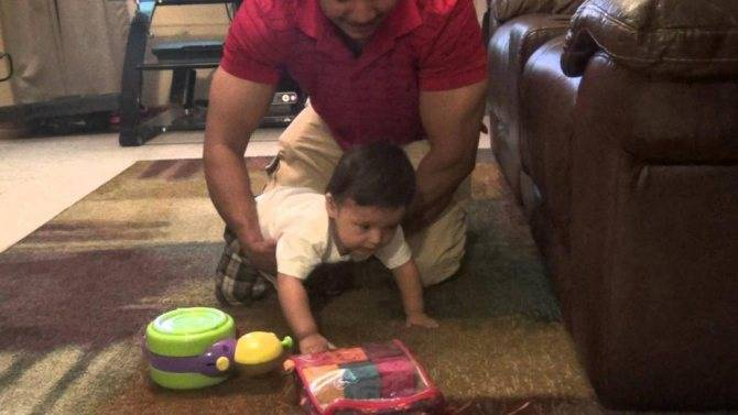 Е. комаровский: как научить ребенка ползать в 5 месяцев, что делать, если не ползает и не сидит в 6, 7, 8 месяцев