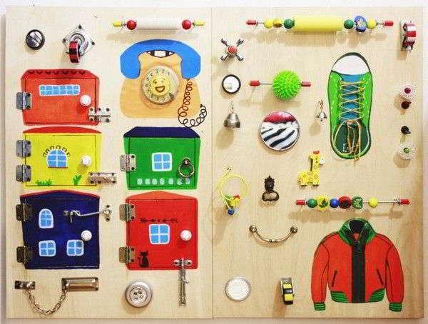 Выбираем развивающие игрушки для ребенка в 2 месяца: обзор самого необходимого и советы родителям