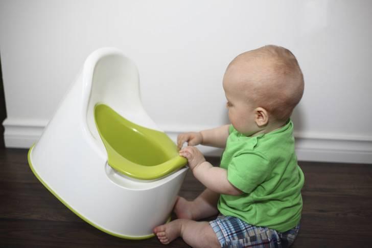 Сколько должен какать новорожденный в течение суток и каким должен быть кал