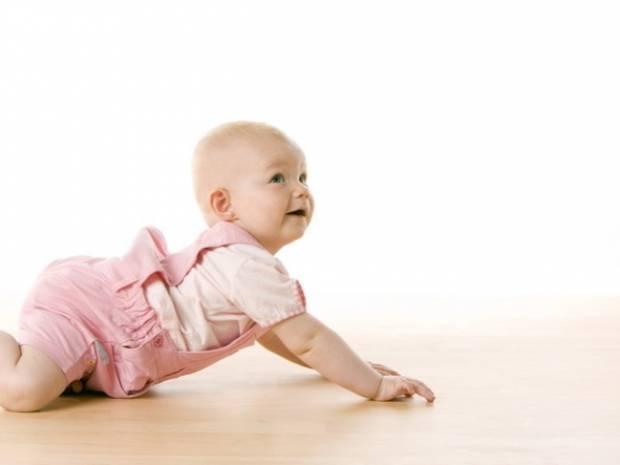 Как научить ребенка ползать на четвереньках и садиться