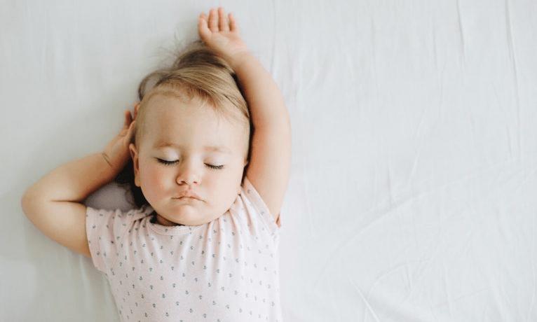 Сколько должен спать ребенок в 4 месяца ночью, днем