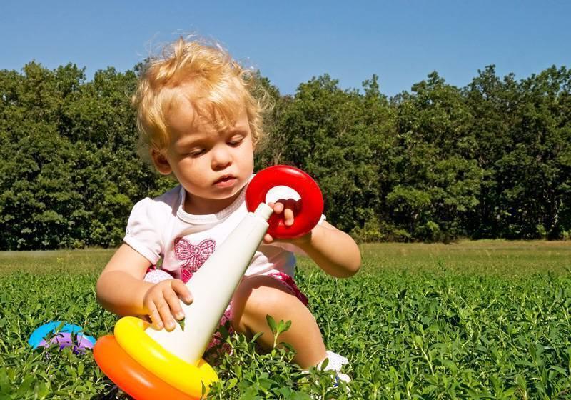Что должен уметь делать годовалый ребенок: набор навыков в 1 год