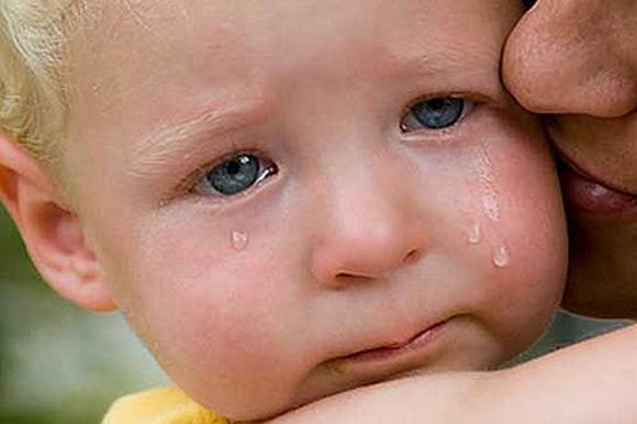 Что делать, если ребенок сильно плачет во сне и не просыпается: как правильно успокоить малыша