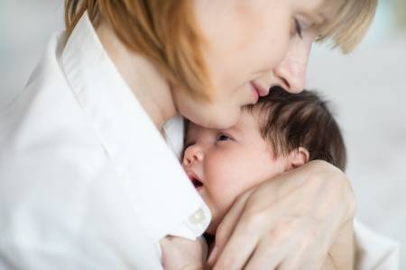 Что делать, если новорожденный икает после кормления?