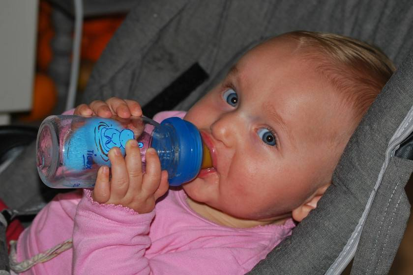 Давать ли воду грудному ребенку?