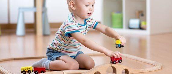 Развитие ребенка в 1 год и 7 месяцев: интересы малыша в год и семь