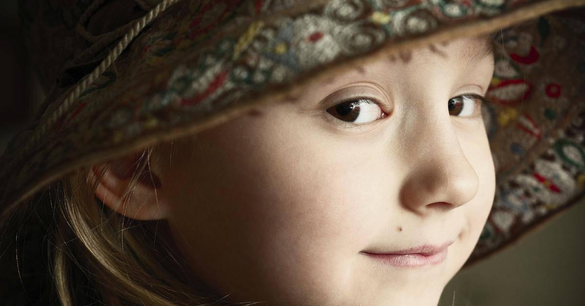 В каком возрасте и почему у детей появляются родинки?
