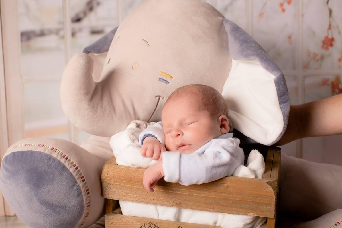 Как правильно держать ребенка в 3 месяца вертикально?