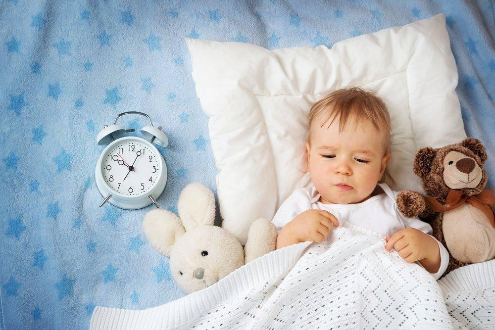 Сколько часов должен спать ребенок в 1 месяц ночью, днем