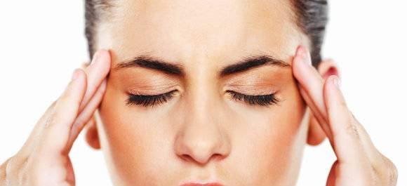 Что делать, если ребенок жалуется на головную боль — лечить в домашних условиях или обращаться к врачу