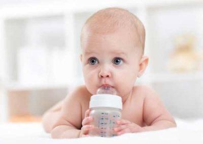 Приучение новорожденного к смеси из бутылочки: выбор емкости и как правильно кормить малыша