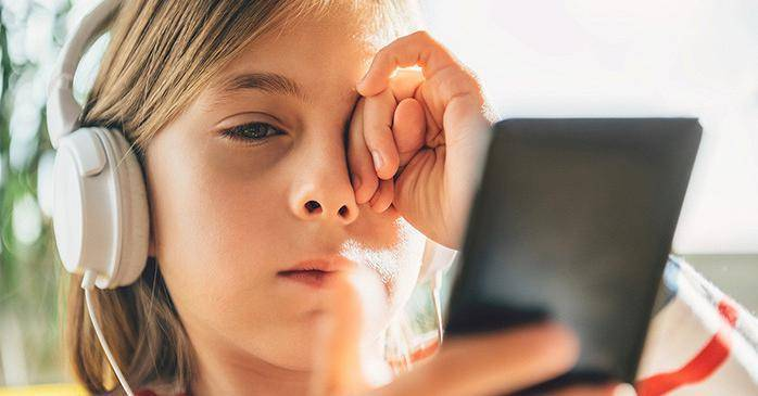 У ребенка коричневые круги под глазами