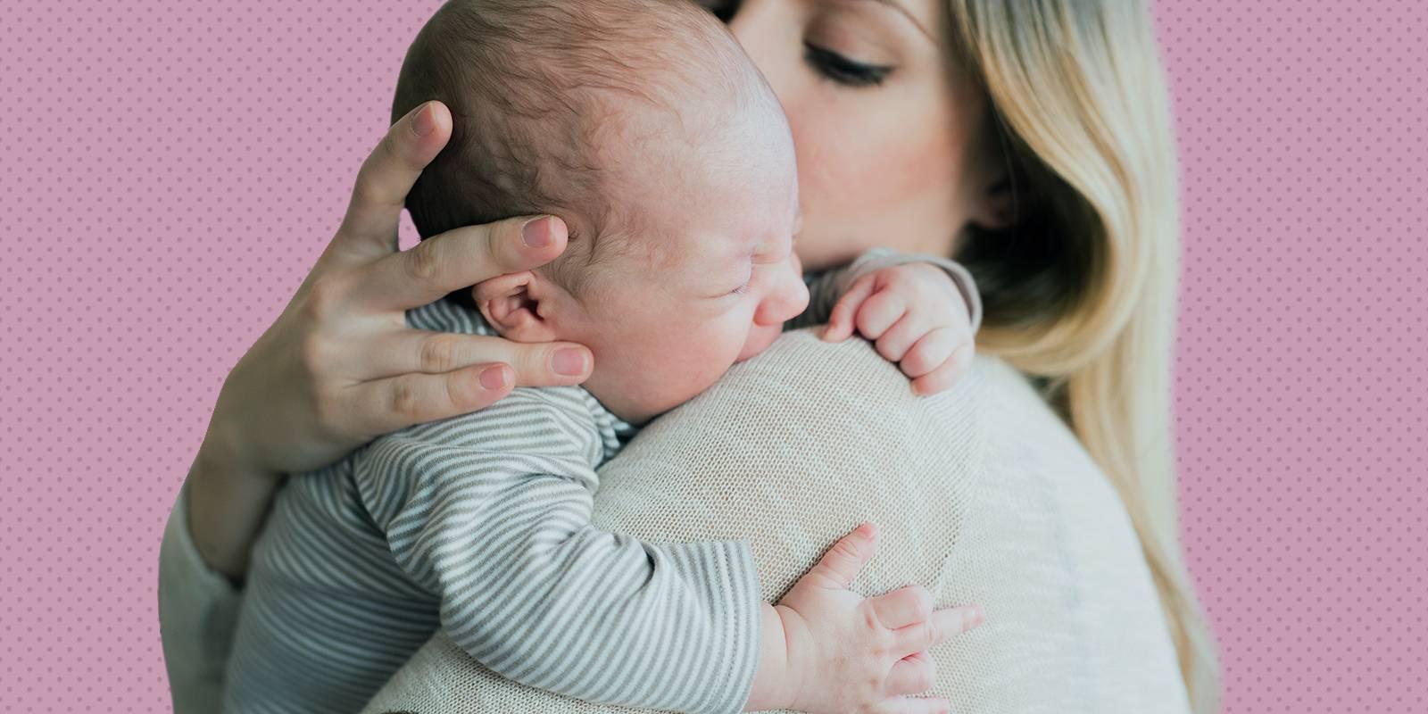 Когда ребенок начинает держать голову; сроки, этапы, причины проблем
