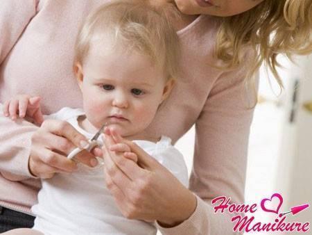 Как новорожденному обрезать ногти