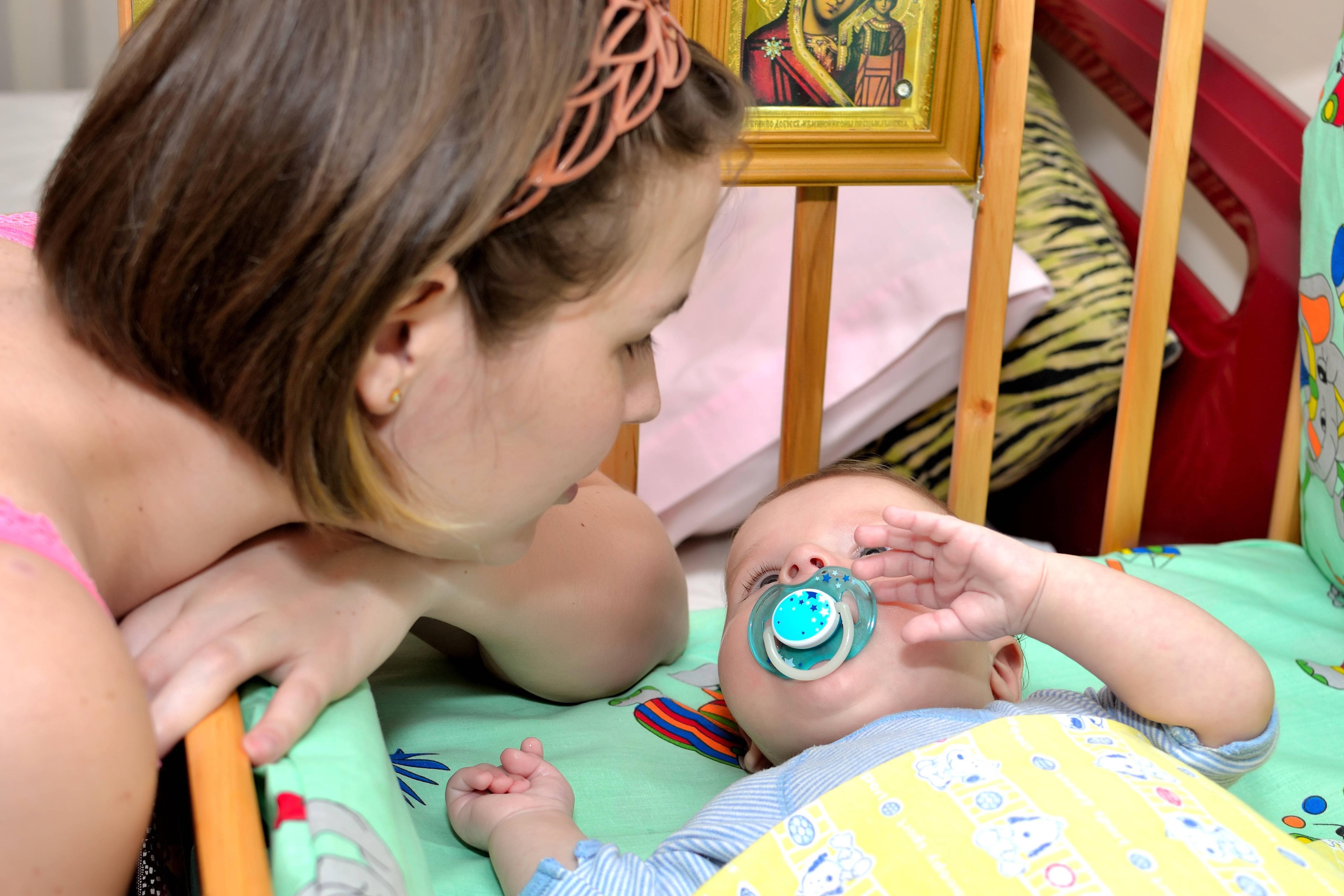 Как приучить младенца спать всю ночь: топ-9 советов