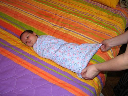 Спасаемся от дисплазии: техника широкого пеленания новорожденного и пошаговая инструкция в картинках